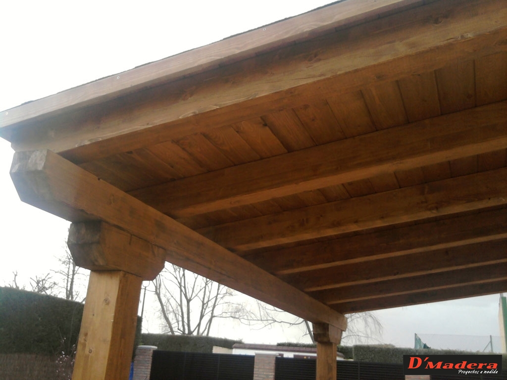 Pergola en madera de pino rojo for Tejados de madera a un agua