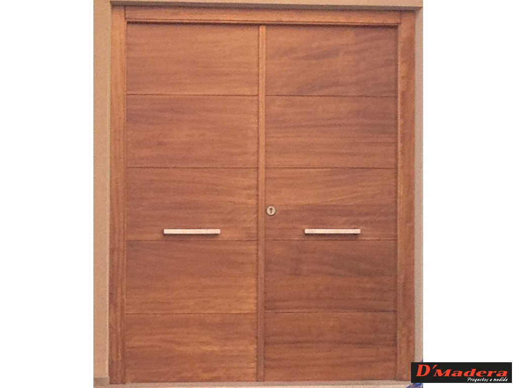 Puerta exterior doble lamas for Disenos puertas de madera exterior