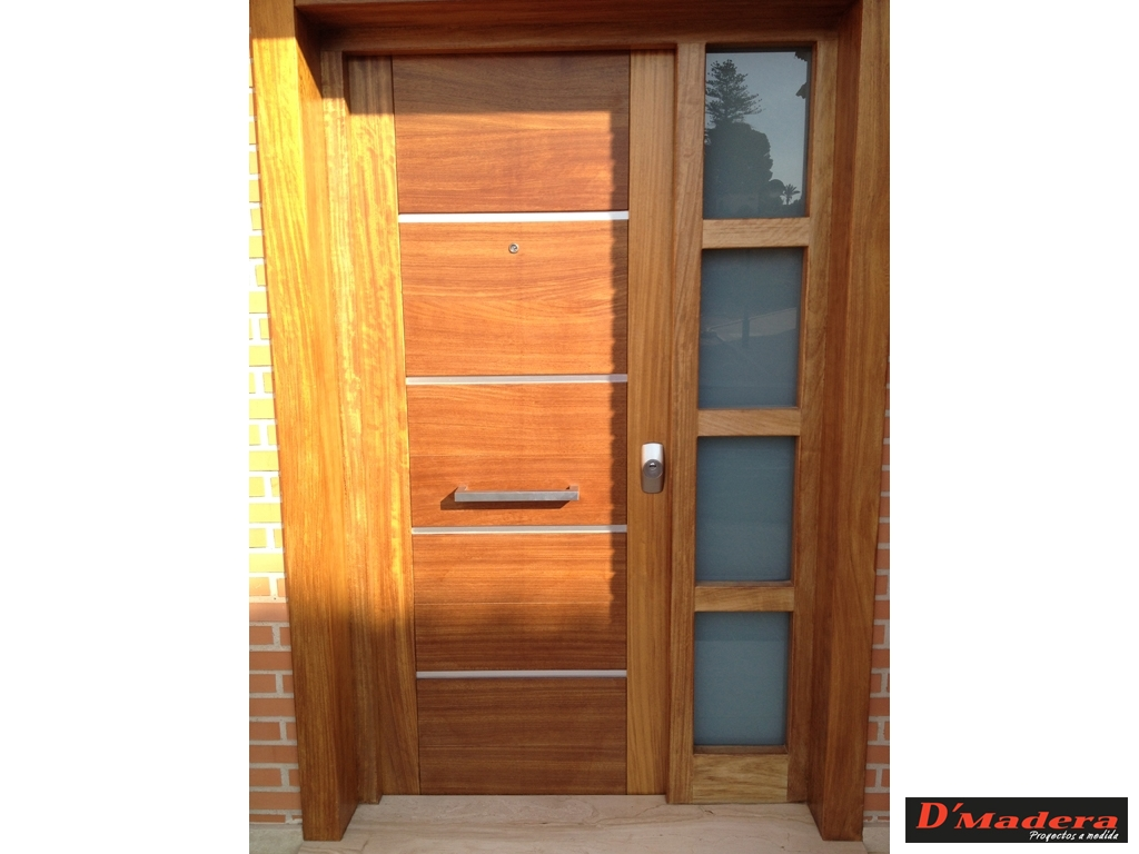 Puerta exterior iroko inox for Puertas para bano exterior