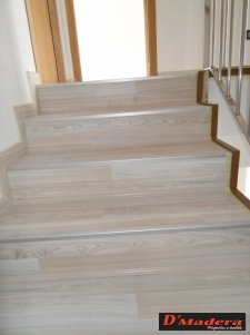 Escalera tarima maple