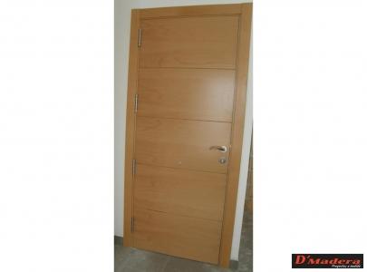Puertas interior trabajos carpinter a d madera - Puertas blancas con rayas ...