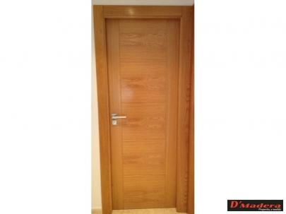 Puertas interior trabajos carpinter a d madera for Puertas de madera roble precios